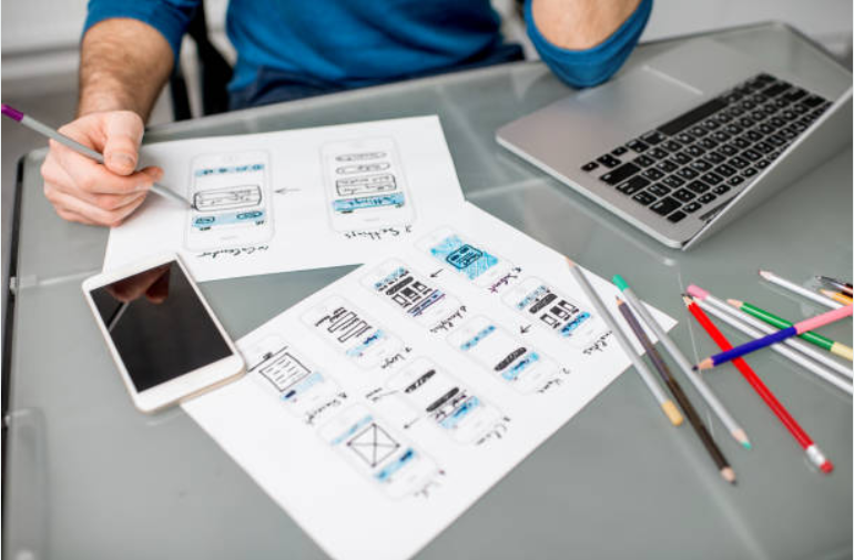 HOW IS UX DESIGN DIFFERENT THAN UI AND GRAPHIC DESIGN?